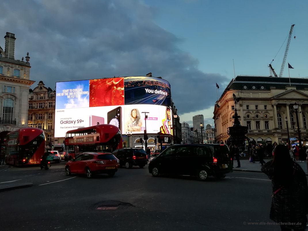 Piccadilly Circus mit neuer Leuchtreklame