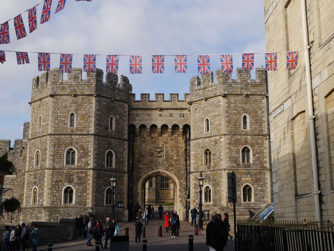 Tor, das als Besucher-Ausgang von Schloss Windsor fungiert
