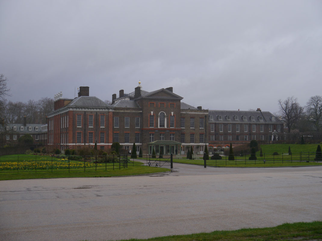 Kensington Palace im Londoner Regen...