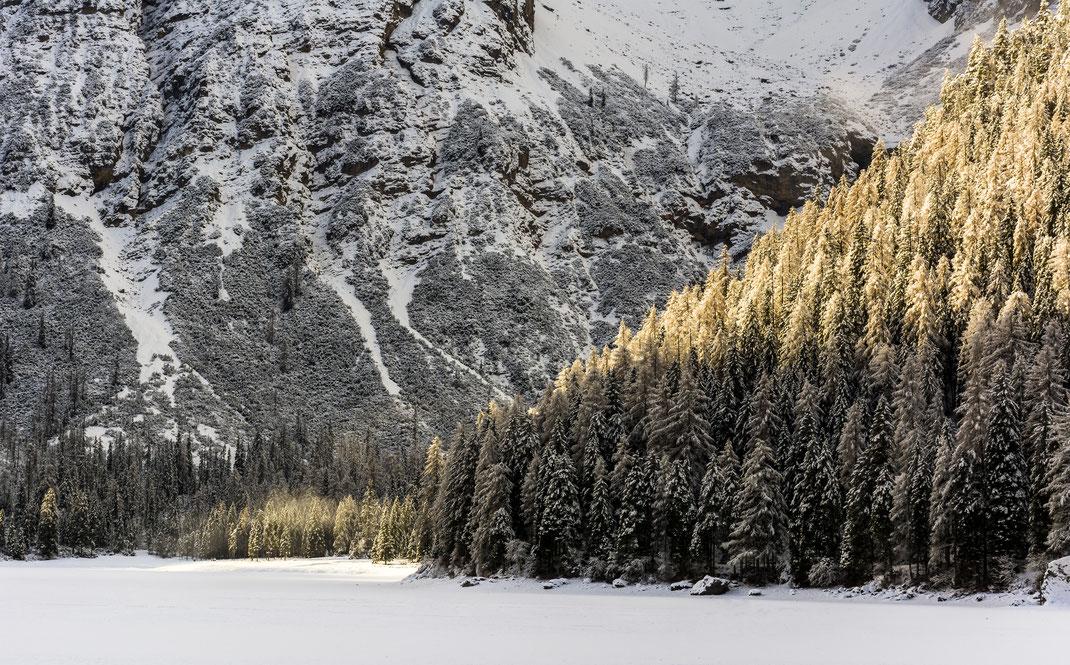 Lago Di Braies - Trentino - Montagna - Inverno - Neve - Alba