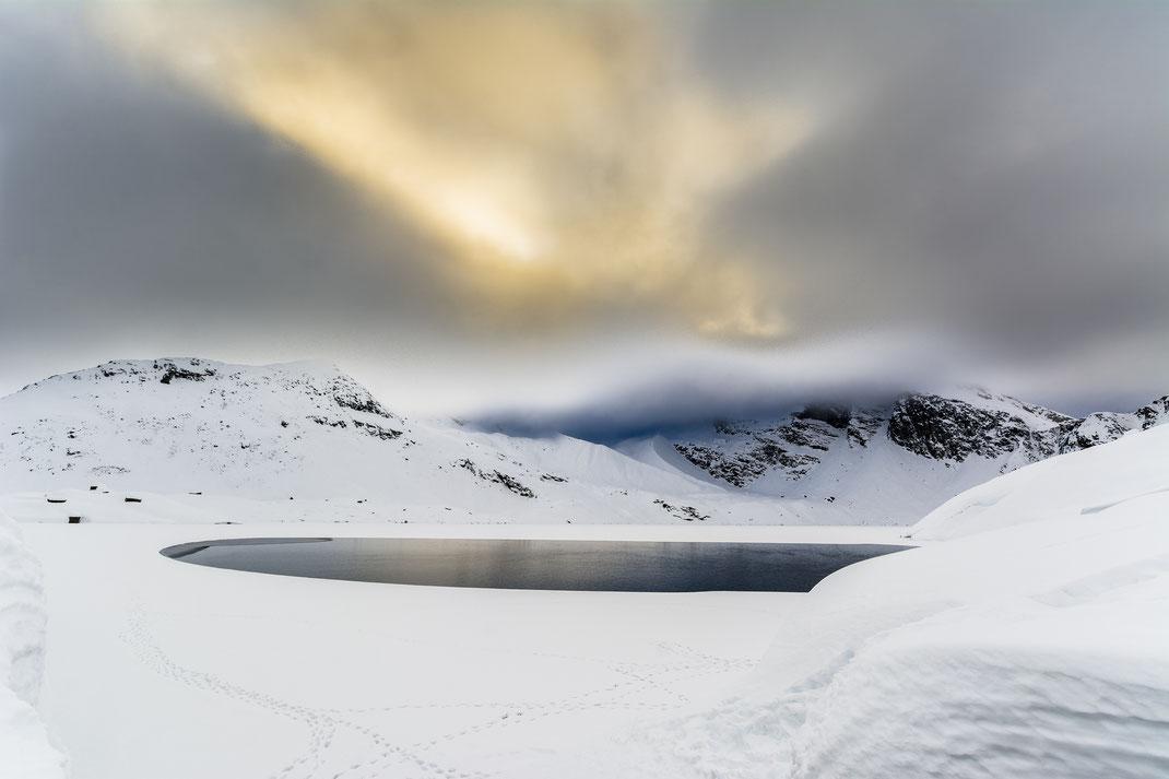 Lago del Serrù - Parco Nazionale Gran Paradiso - Montagna - Inverno - Neve - Alba