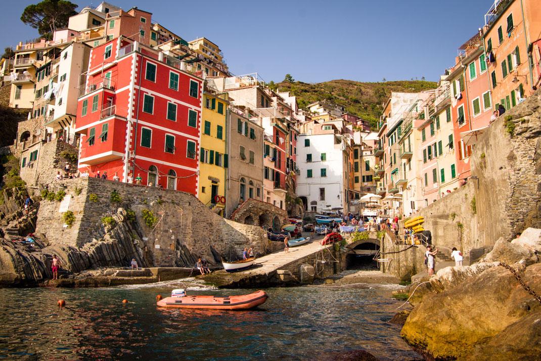 Cinque Terre - Riomaggiore der Blick von der Seeseite