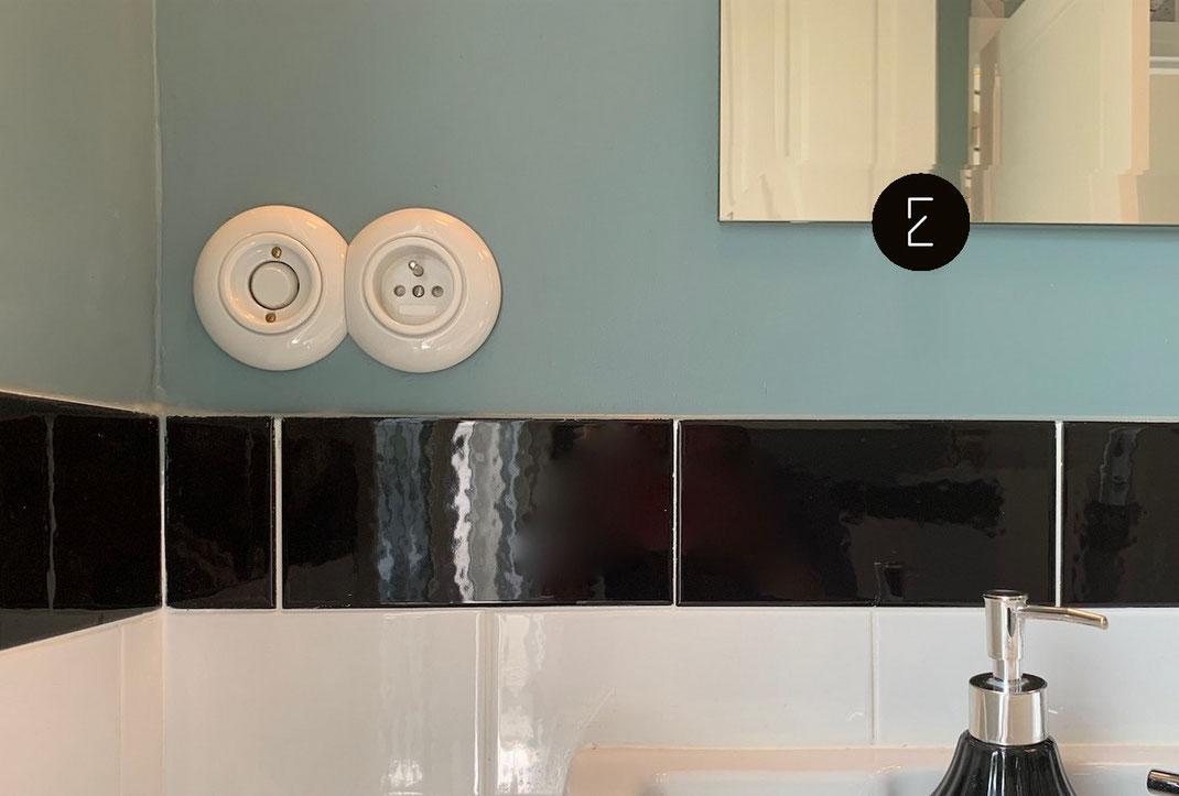 interrupteur et prise design en porcelaine ronde pour une salle de bain