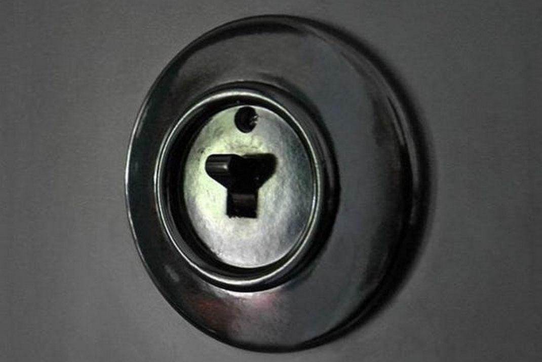 interrupteur et prise en bakélite noir ronde