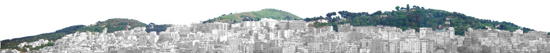 // Profil photographié des trois collines de Barcelone, depuis Montjuich, urbanisation sur les pentes.