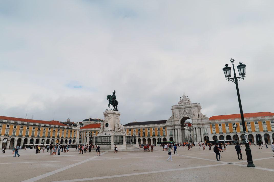 Praca do Comercio mit dem Triunfal Triumphbogen