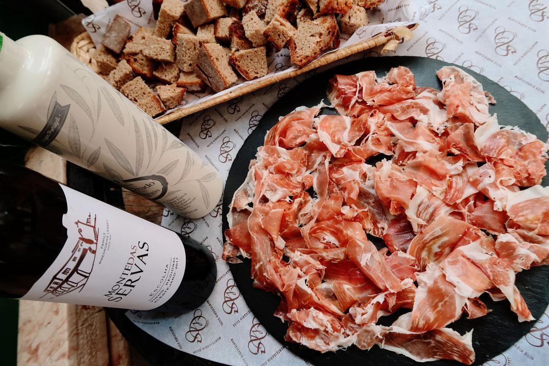 Pata Negra Schinken mit Maisbrot, Olivenöl und Rotwein aus dem Alentejo
