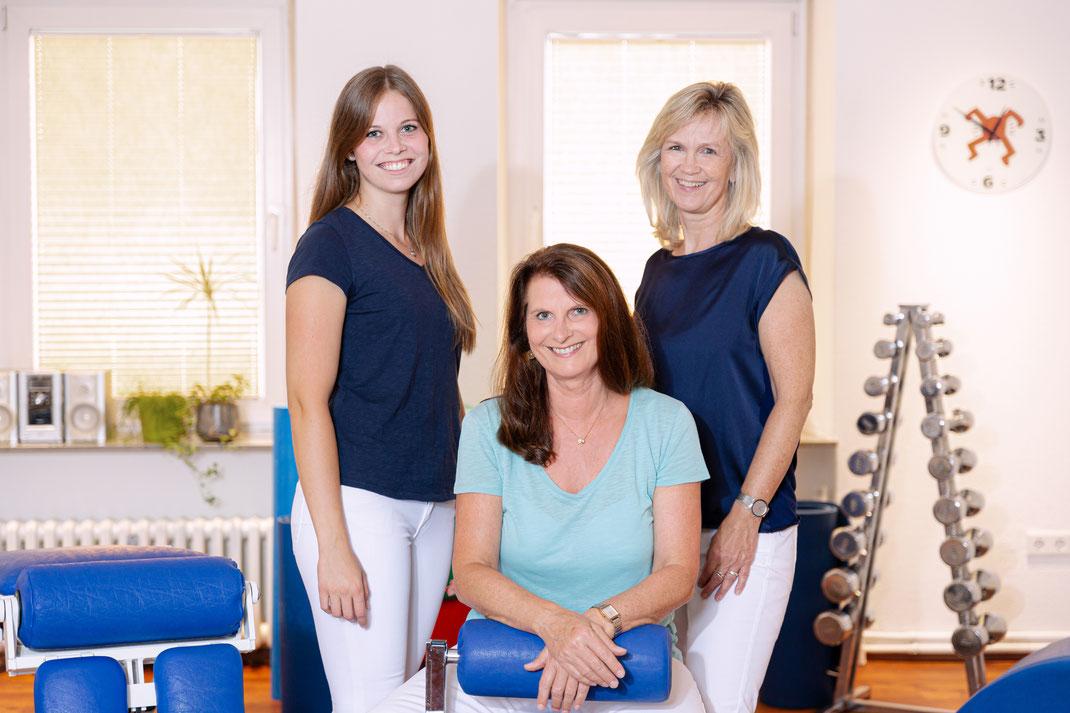 Unser Praxisteam: Andrea Rößler (Mitte), Chiara Menke (links) und Heidi Flohren (rechts)