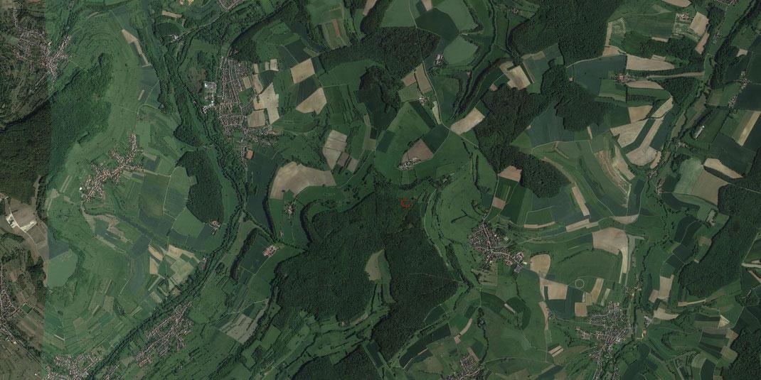 Luftbild der Umgebung des Kahlenberg. Grabungsareal rot eingezeichnet.
