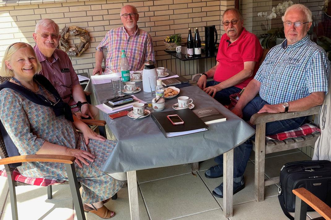 Auf dem Foto:  (v.l.n.r.) Brigitte Schäfers, Harald-Albert Swik, Dr. Volker Pirsich, Uwe Janssen und Beppo Lippold.