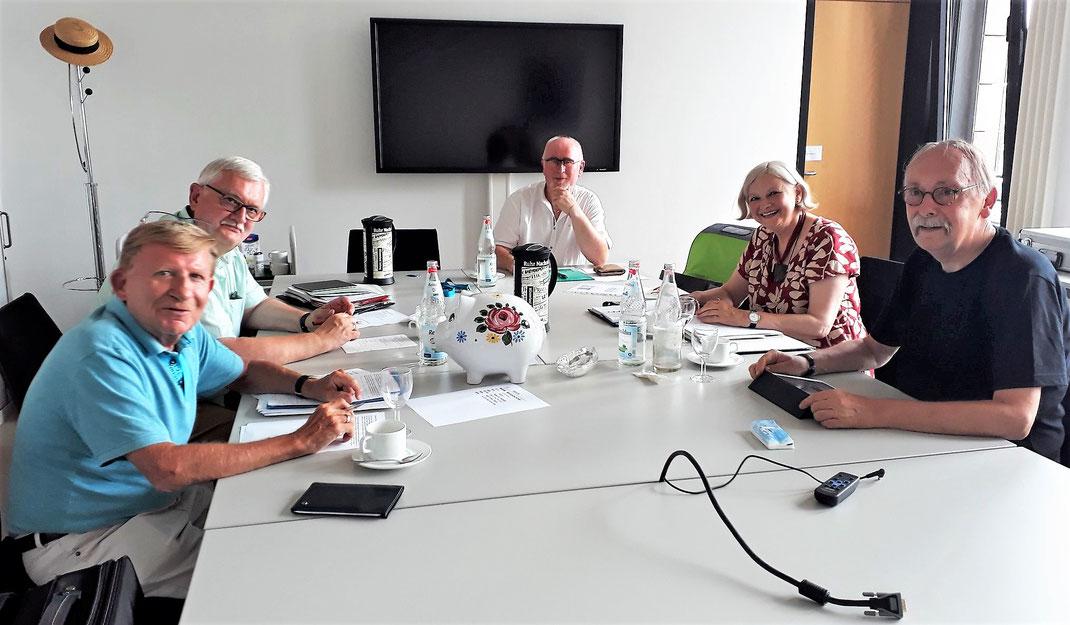Von links nach rechts: Dr. Ronald Schneider, Harald-Albert Swik, Volker Pirsich, Brigitte Schäfers und Uwe Janssen.