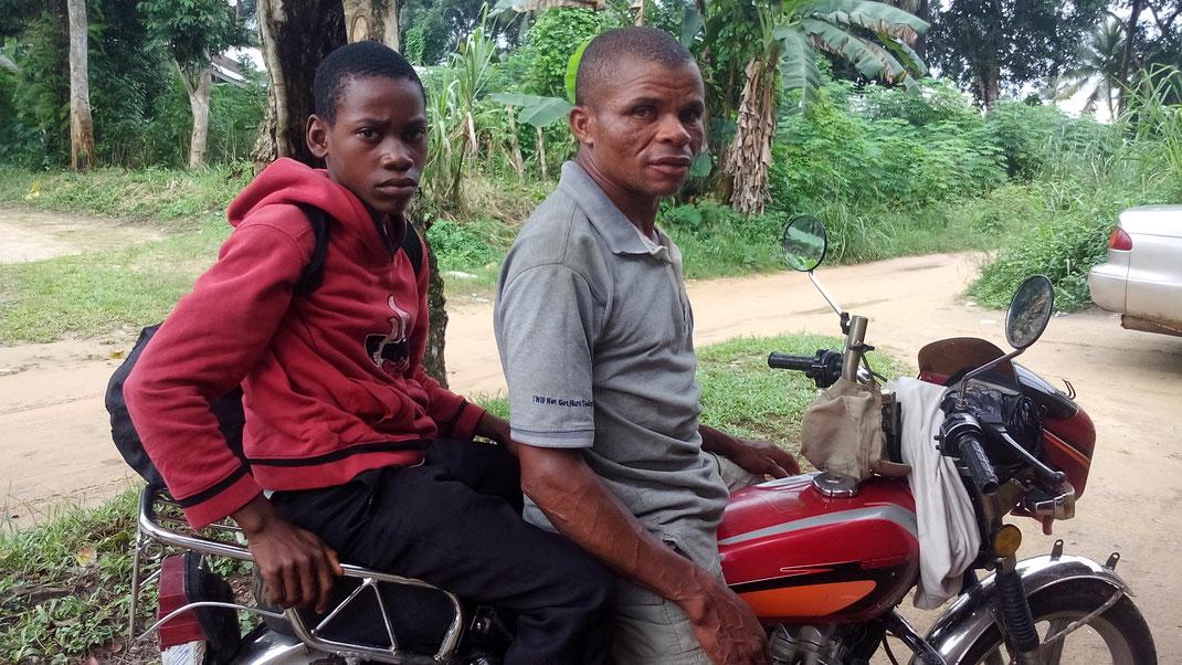 Der 12-jährige David wurde im August 2016 von einem freundlichen Mofa-Fahrer in ein Kinderheim gebracht, nachdem er 2 Wochen gefoltert worden war.