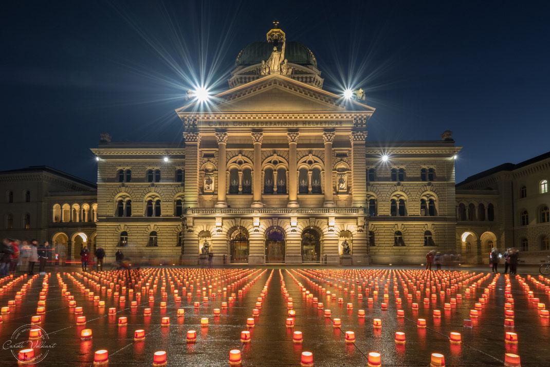 Bern, Bundesplatz, Hauptstadt der Schweiz, 1 Million Lichter, Caritas Aktion, Kerzenmeer