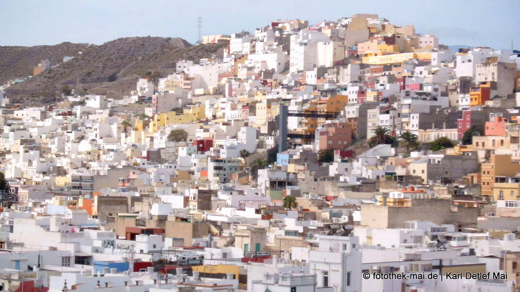 Blick auf Häusermeer in Las Palmas auf Gran Canaria am Berg