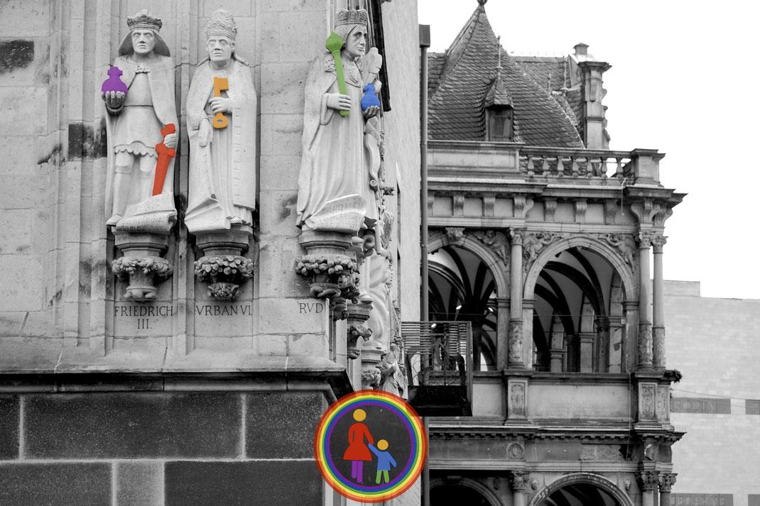 (c)rathausfiguren; regenbogenfamilien-koeln.de