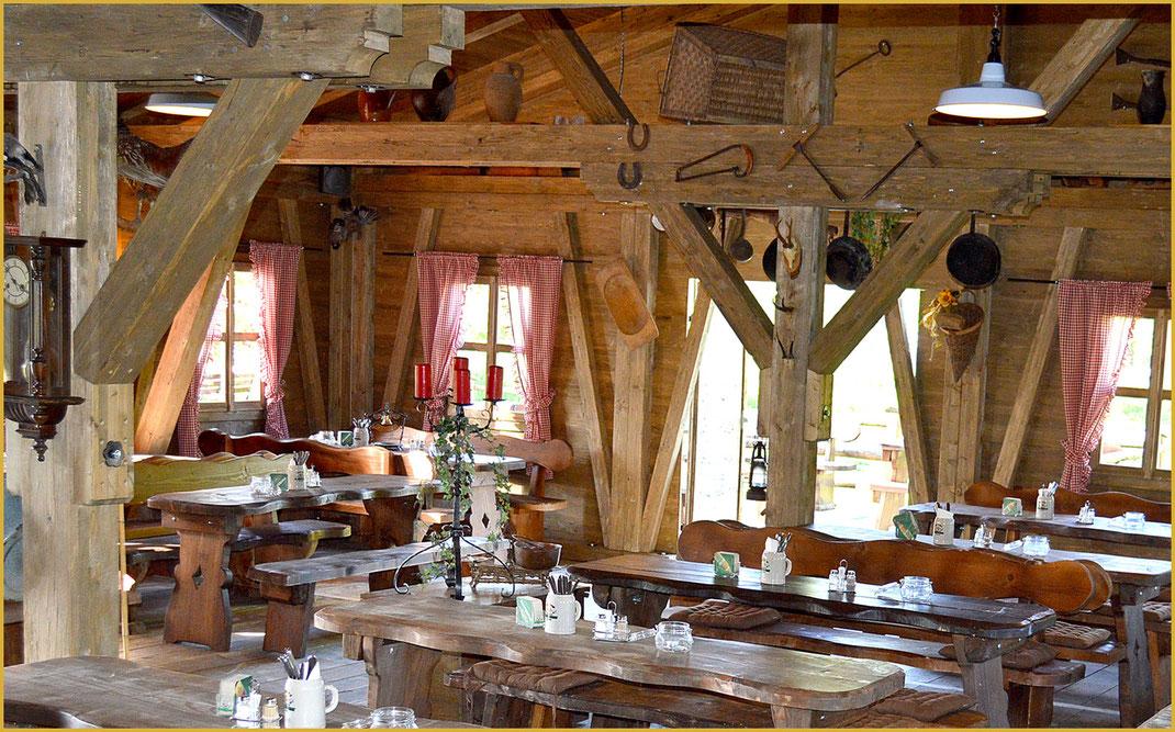 KAISER ALM im Campingplatz - gemütliche Gaststuben und großer Biergarten