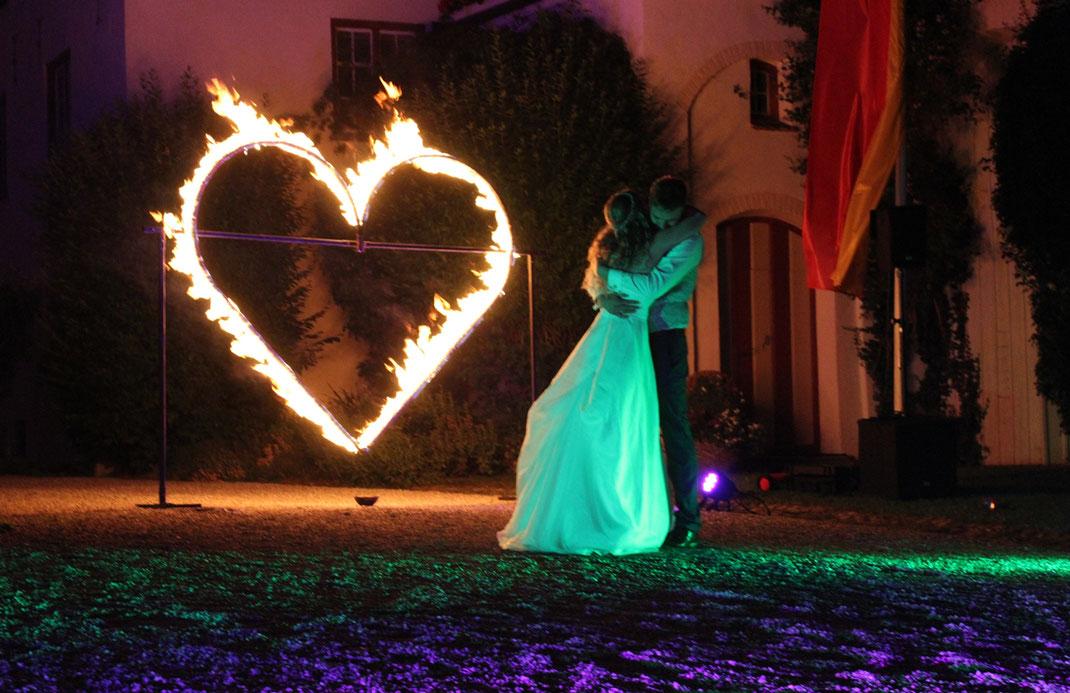 Feuerherz zur Hochzeits-Feuershow auf Schloss Kronburg