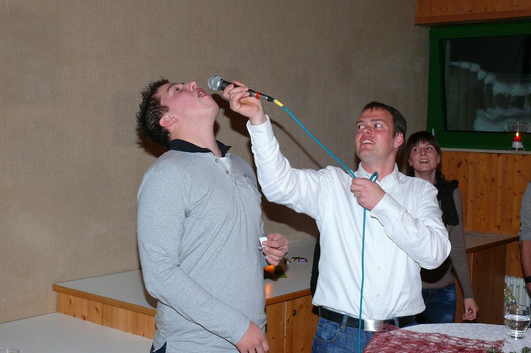 Gar nicht so einfach, mit dem Mund voller Wasser ein Lied zu singen. Tolle Stimmung bei der Weihnachtsfeier des Musikverein Laimnau.