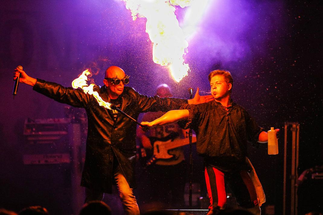 Event Fotograf Simon Knittel Fotografie Bretten Peter und Paul milesTone die Partyband Rammstein Feuer Feuershow show