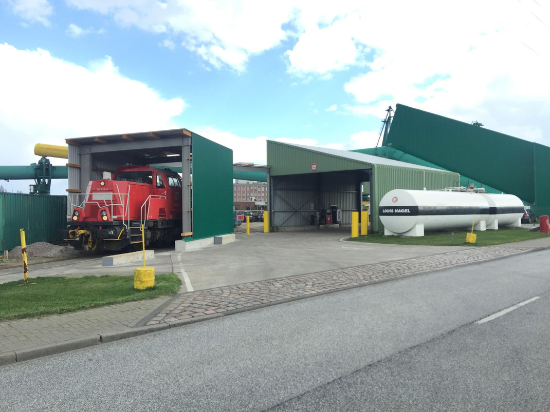 LKW-Tankstelle und Loktankstelle im Hafen Hamburg