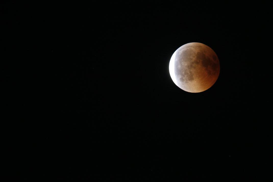Der Mond wird langsam wieder hell