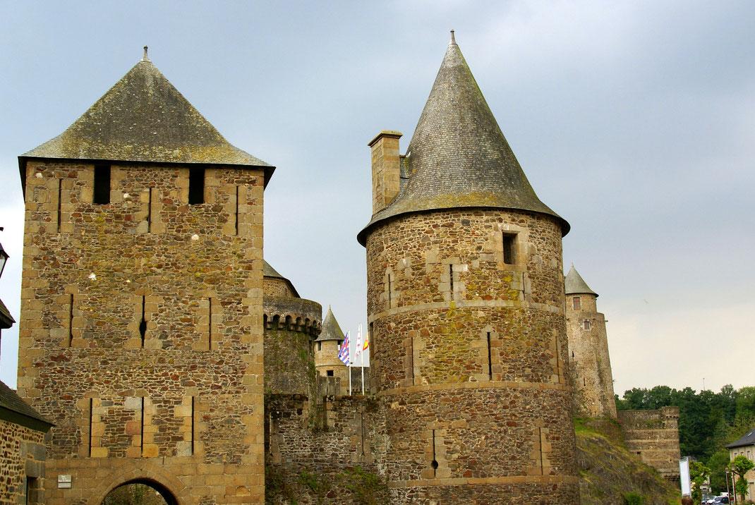 Visitez le Fabuleux Château de Fougères, non loin du Mont Saint Michel, lors de votre séjour aux Jardins de la Pérouse du Mitan