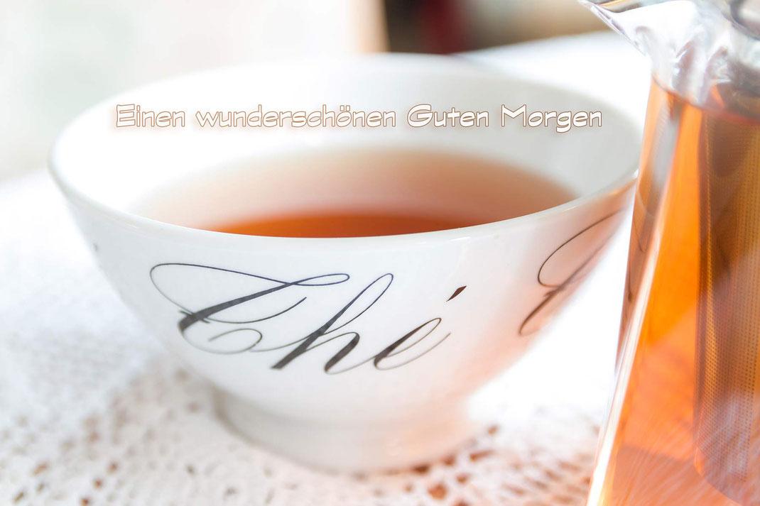 Guten Morgen mit einer heißen Tasse Tee-Grusskarte Tee in einer Bowl kostenlos downloaden bei www.mjpics.de
