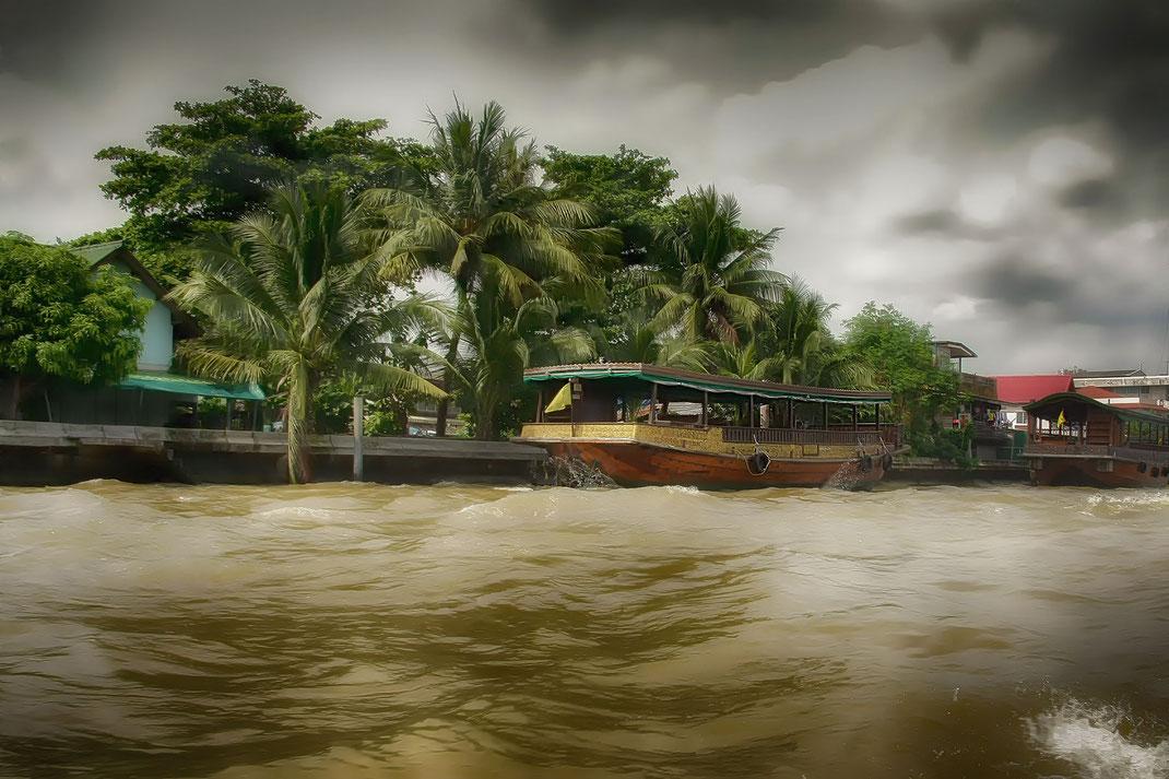 dschunken-am-chaopraya-bangkok