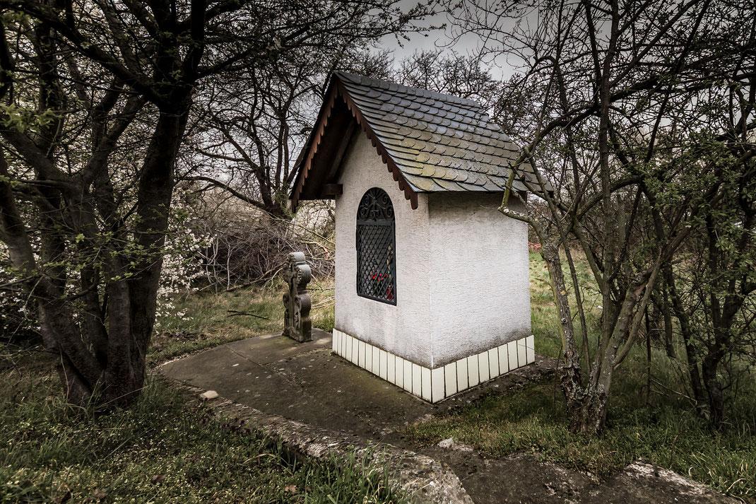 Kleine-Andachtskapelle-am-Wegesrand
