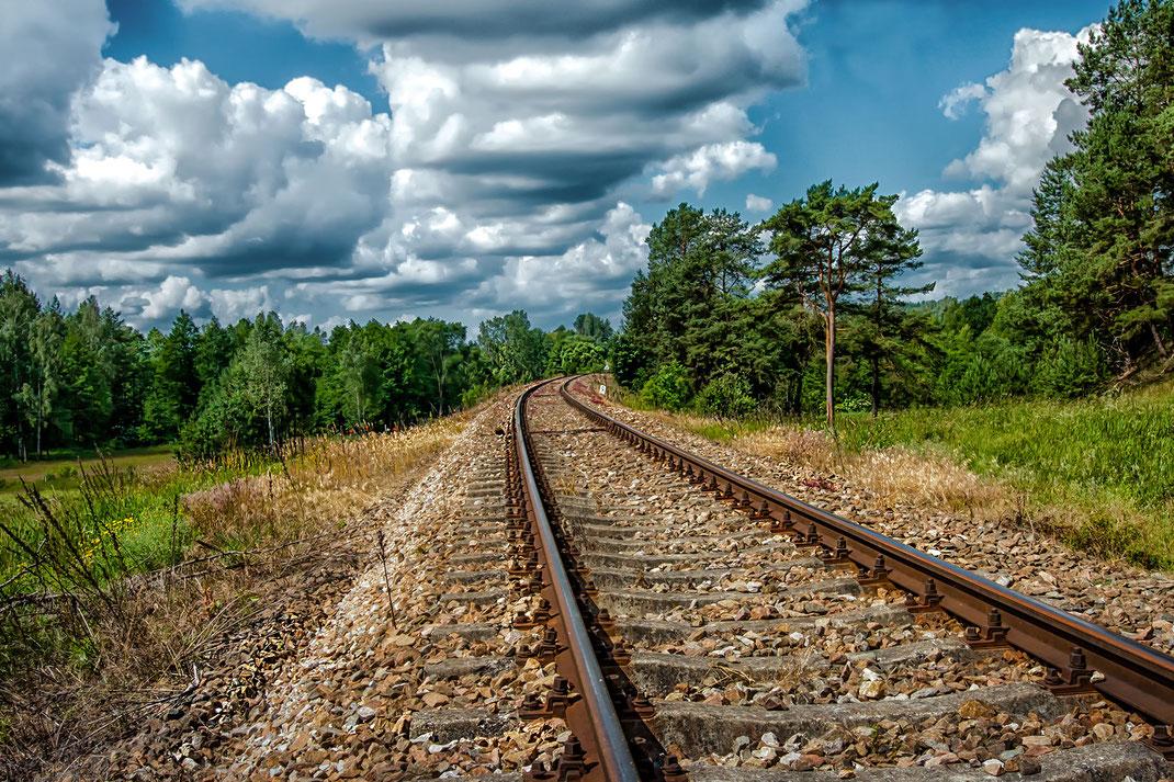 Schienen führen durch die masurische Landschaft in Polen-Fotos dowloaden bei www.mjpics.de