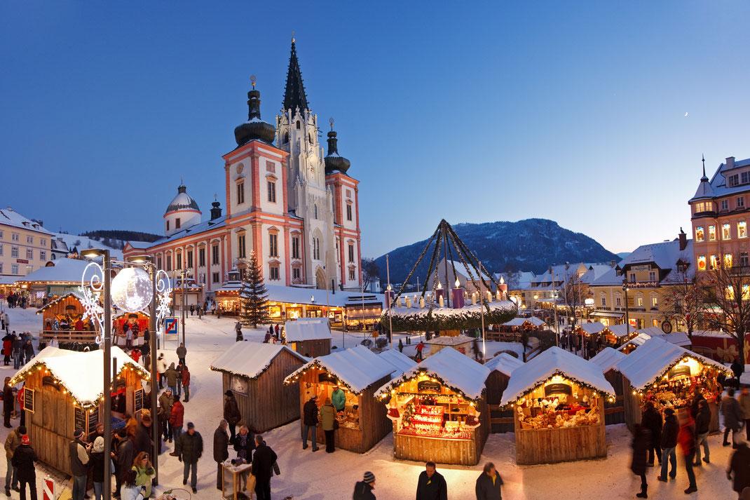 Weihnachtsmarkt vor der Basilika Mariazell - (c) Tourismusverband Mariazeller Land/www.mariazellerland-blog.at