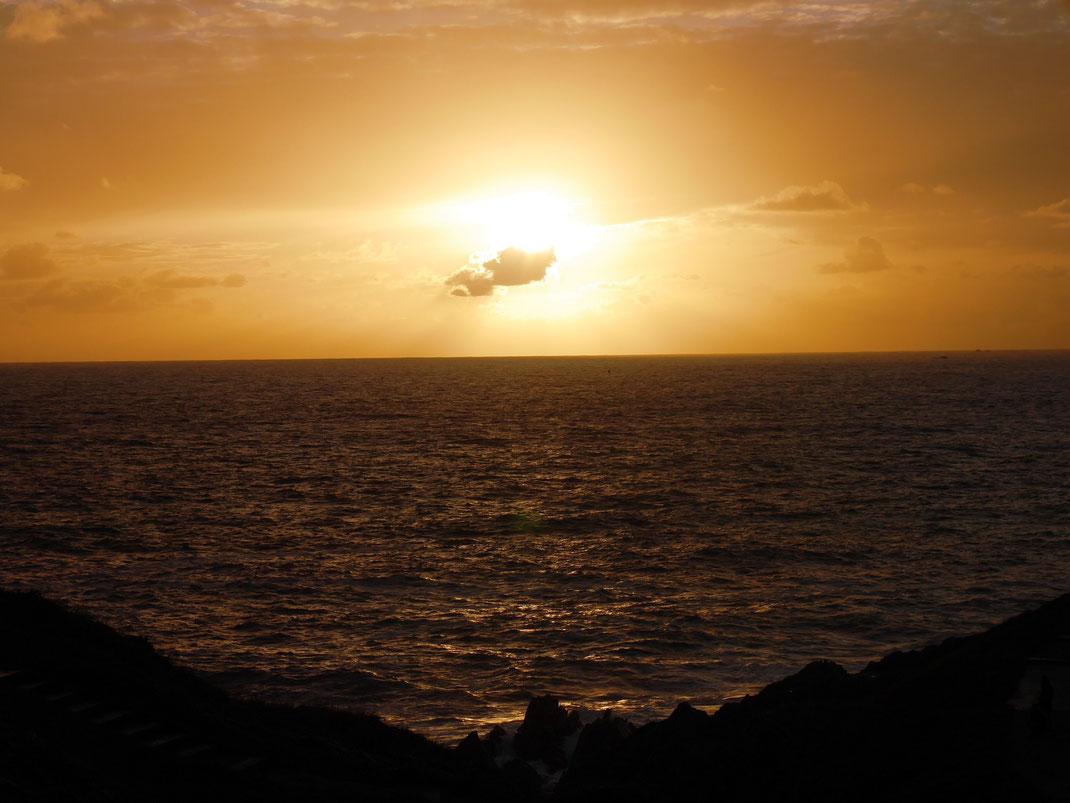 Coucher de soleil sur la pointe Saint-Mathieu, Finistère
