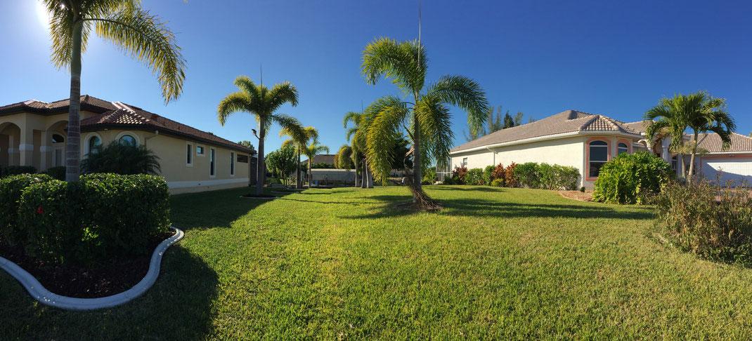 Abstand der Villa Coral Laguna zum Nachbarhaus