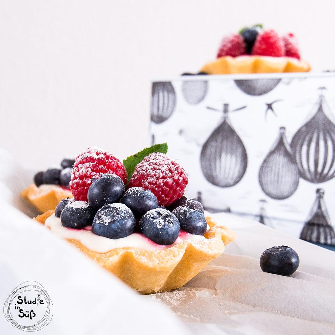 Rezept für Zitronentörtchen mit frischen Beeren