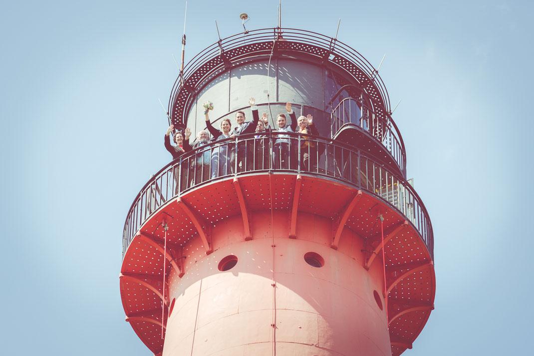 heiraten auf dem leuchtturm, leuchtturmhochzeit, westerhever leuchtturm, brautpaar, hochzeit, standesamt, fotograf st. peter-ording, schafe, fotograf westerhever leuchtturm