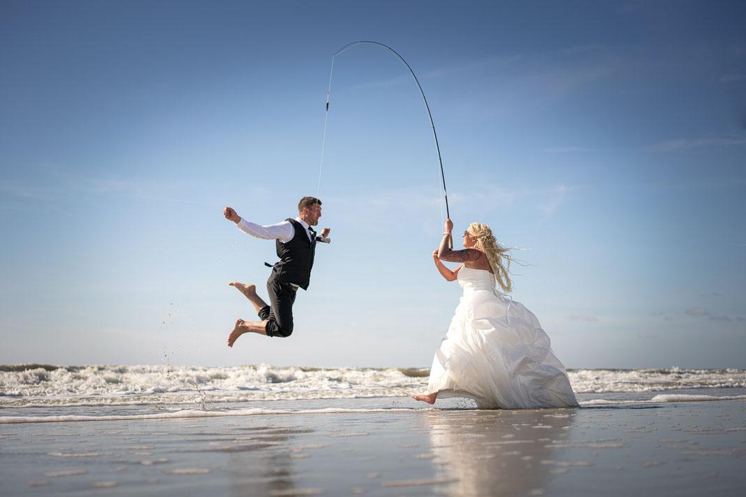 trash the dress, an der angel, fotograf hochzeit, nordsee, brautpaar, st. peter-ording, fotograf st. peter-ording, strand, after wedding