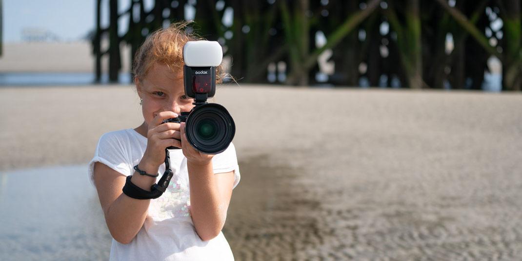 fotografin, nachwuchs, fotoshooting strand, pfahlbau, sony alpha, familienshooting, porträt, mobbys-pics.com