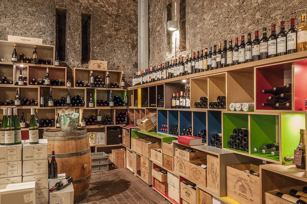 Weingalerie am Schloss - In der Holzwerkstatt von KRONENKREUZ gefertigt