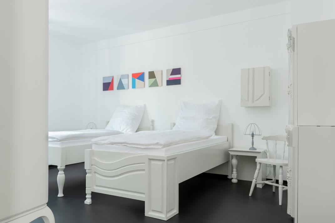 Hostel am Niederfeldsee - Zimmer eingerichtet mit Möbeln der Serie Sampling