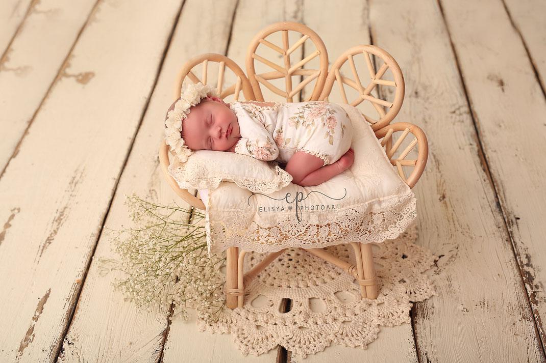 Newbornfotos, Newbornfotografie, Newbornshooting Bad Kreuznach, Alzey, Bingen, Idar Oberstein, Mainz, Wiesbaden, Eich, Worms, Kaiserslautern, Ludwigshafen, Mannheim