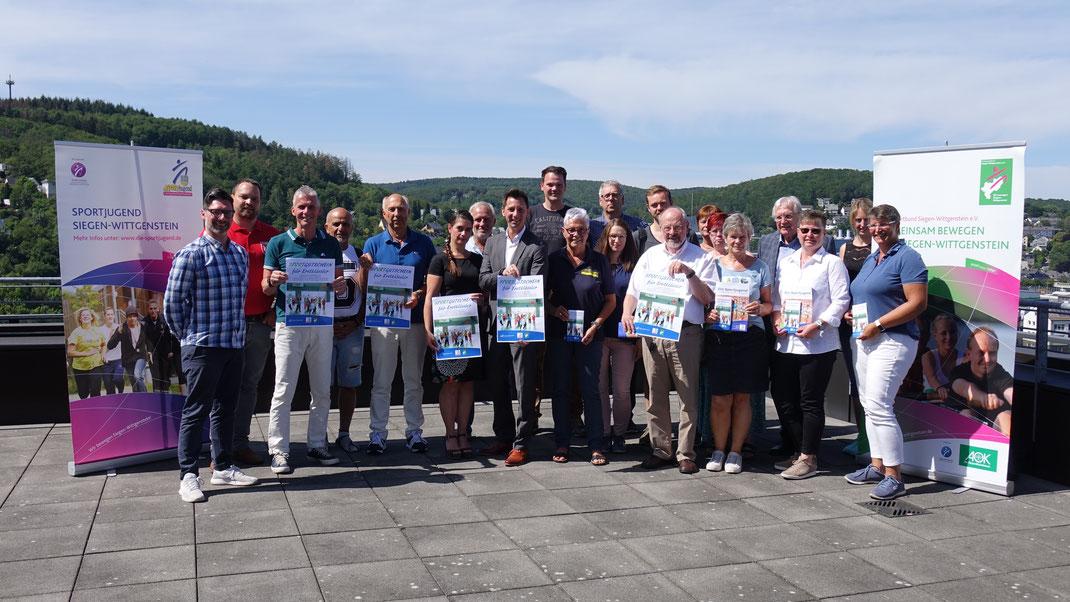 Der TuS Müsen im Kreise der Pilot-Vereine für die Aktion von Kreis Siegen-Wittgenstein und Kreissportbund