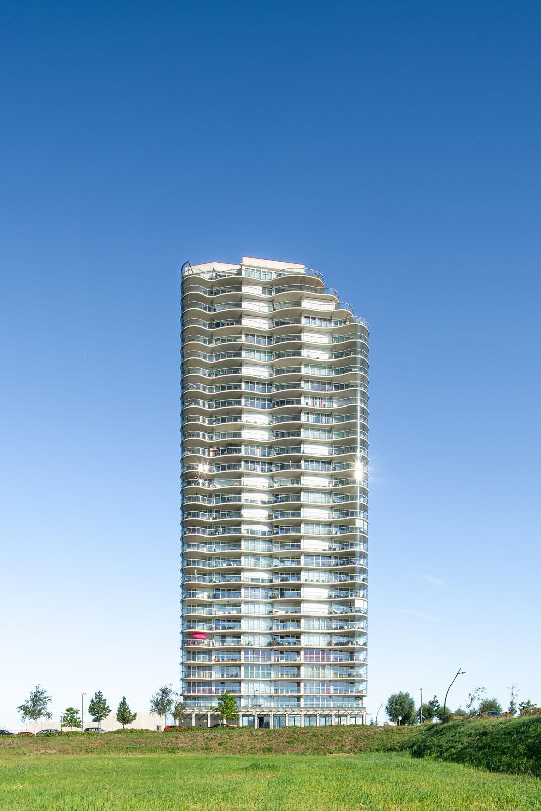 #terrasaandemaas #damenpartners #damenpartnersarchitecten #damenpartners_architecten #spjkenisse #vormbouw #egbertdeboer #egbertdeboerfotografie #hendriksgroep #iob #toren #architecture #architectuur #rollecate #kolfenmolijn