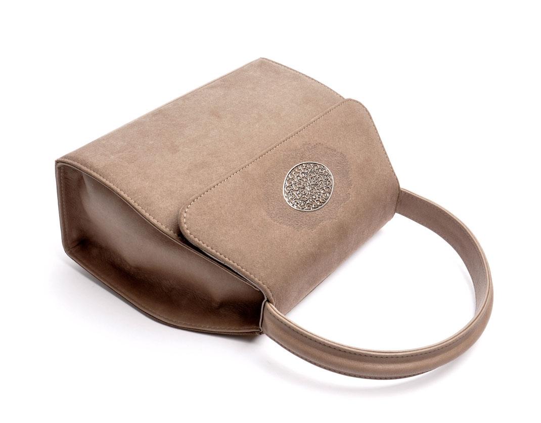 Handgefertigte Trachtentasche EMMA taupe  Handarbeit aus der  Ledermanufaktur OSTWALD Tradition