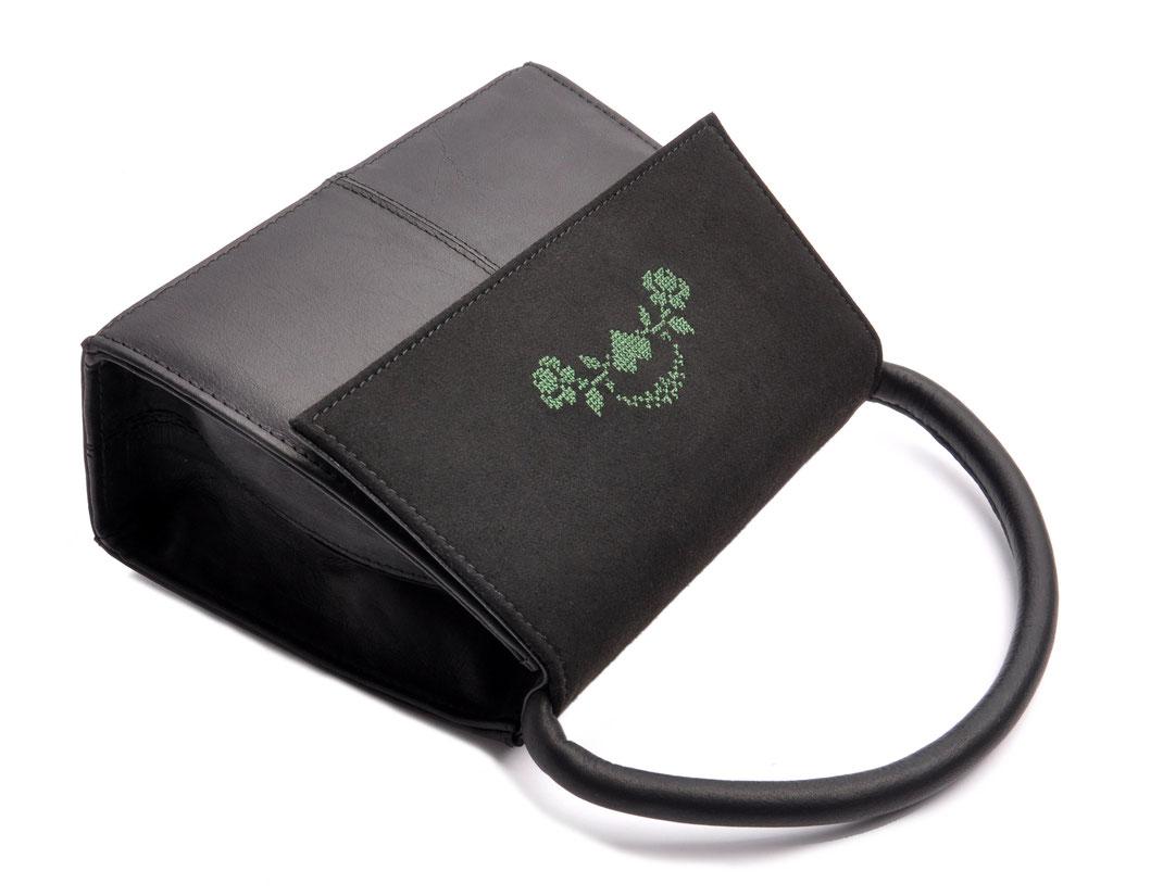 Dirndltäschchen Ledertasche Leder schwarz mit Rosenstick  . OSTWALD Traditional Craft