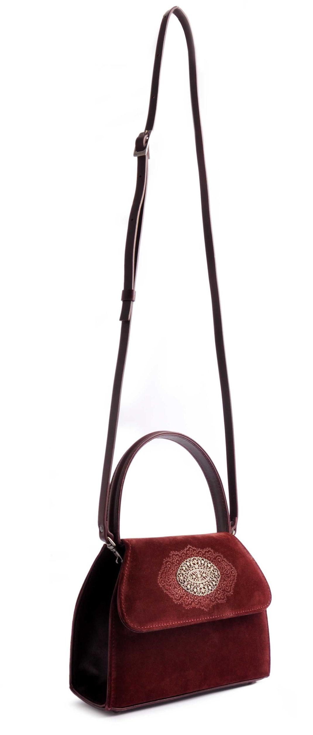 Dirndltasche Schultertasche in bordeaux . versandkostenfrei bestellen. Handgefertigte Ledertasche