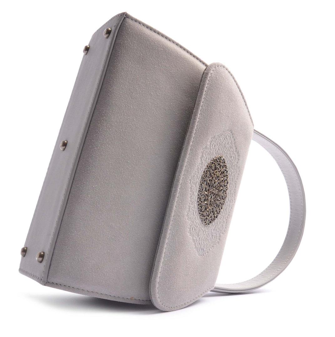 Trachtentasche online . Schultertasche zum Dirndl . hellgrau