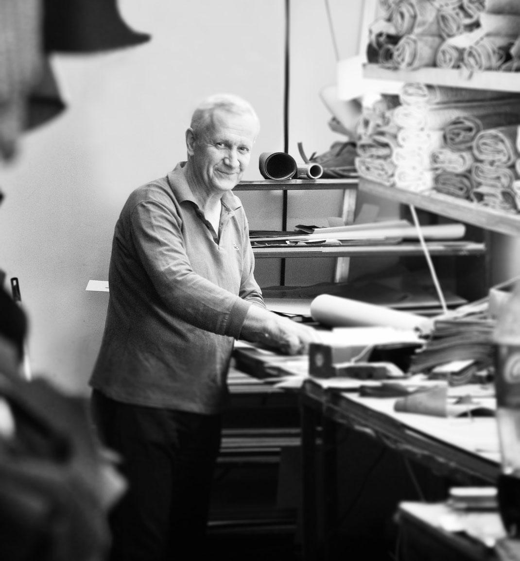 OWA Ledermanufaktur, unser exklusiven Ledertaschen enstehen in anspruchsvoller Arbeit, ausschließlich von Meisterhand.