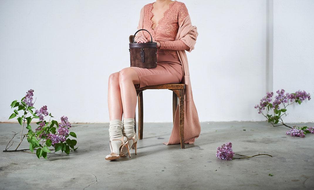 Dirndltasche Vintagetasche Henkeltasche Ledertasche, Kollektion Lookbook 2017,  Online-Shop versandkostenfrei kaufen, OWA Tracht, Täschnerkunsthandwerk