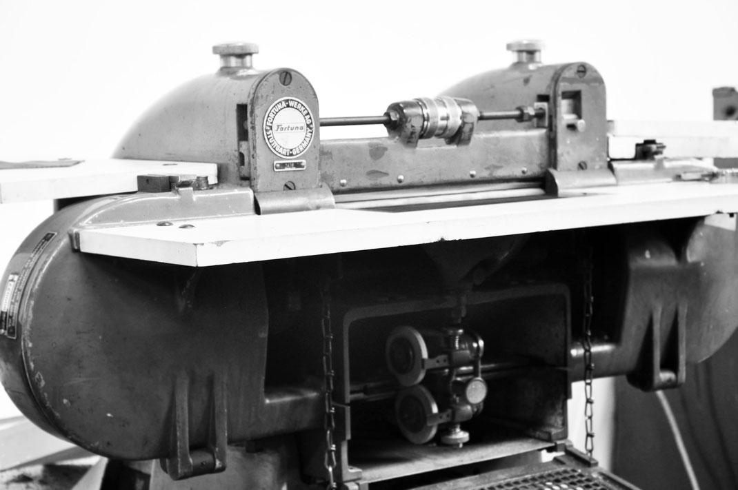 In unserer Ledermanufaktur fertigen wir alle Taschen noch auf anspruchsvolle Weise in etablierter Täschnerei. OWA Tracht