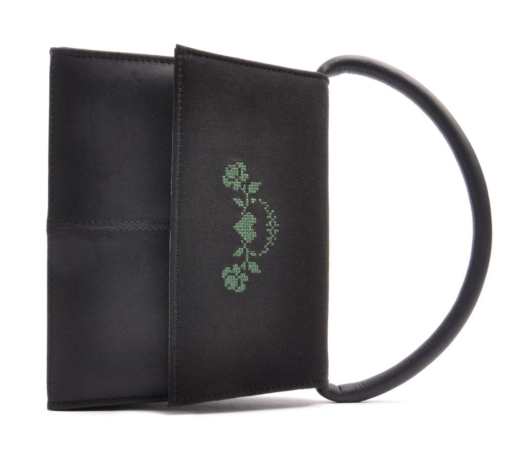 Dirndltasche Trachtentasche  Leder schwarz mit Rosenstick . OSTWALD Traditional Craft